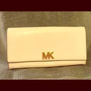 NWT Michael Kors Large EW clutch with chain